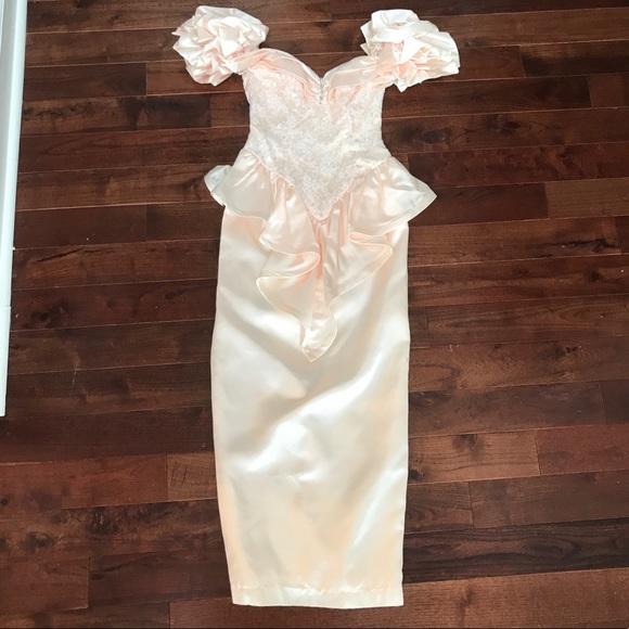 22ae88d2221 GORGEOUS 80 s Prom Party Dress Gown Size 2 Vintage.  M 5c5c3d15194dad7b9237a4c4
